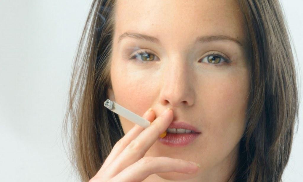 أثار التدخين على النساء